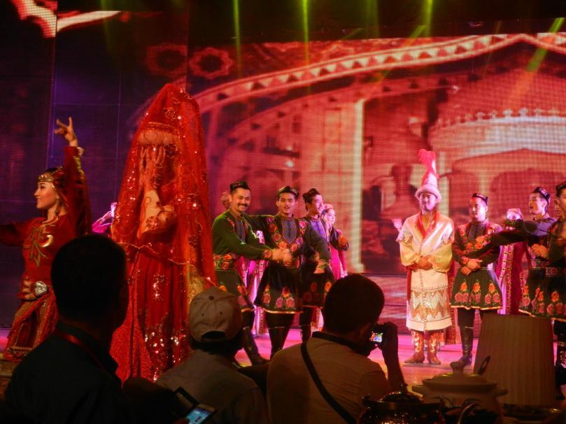 DSCN4476-cultural show Turpan, Xinjiang